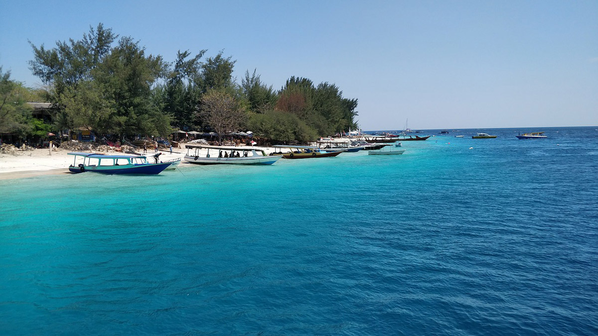 Explore the different islands in Gili