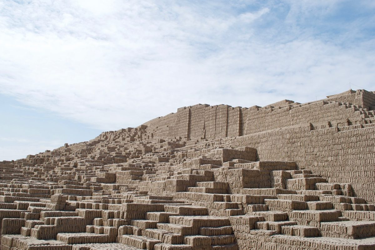 Also known as Huaca Juliana, it's a magnificent adobe and clay pyramid located in the district of Miraflores.