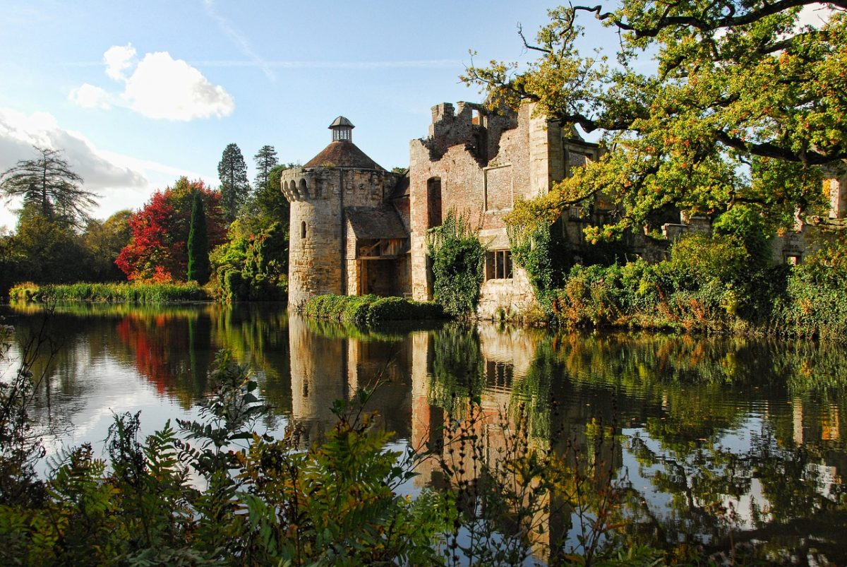 scotney castle 2370212 1280 - Scotney Castle: All You Need To Know In 5 Minutes