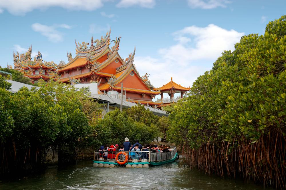 River cruise around Taijiang National Park