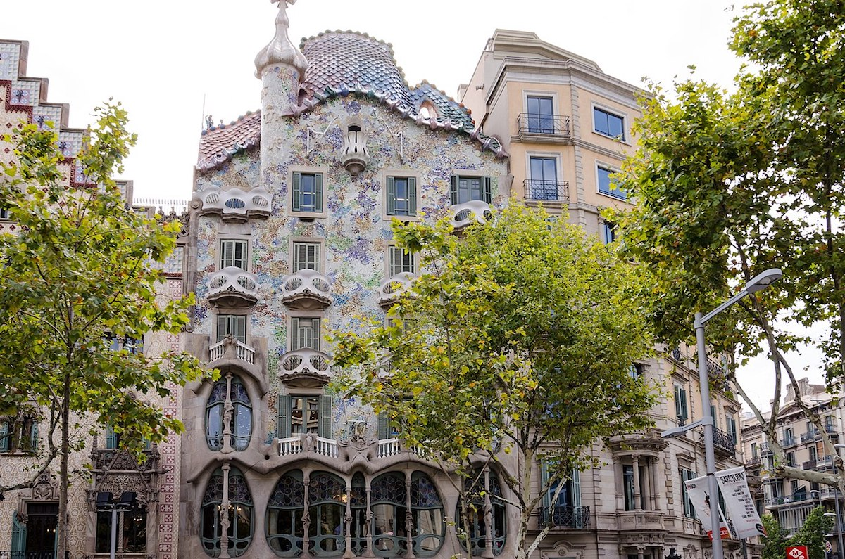 a building with colorful floral accents in Dreta de l'Eixample, Barcelona