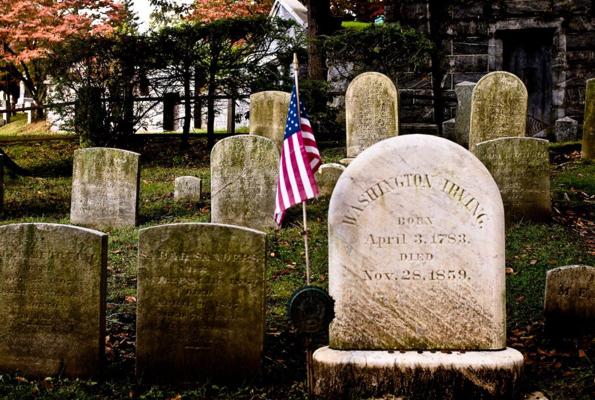 Washington_Irving's_headstone_Sleepy_Hollow_Cemetery