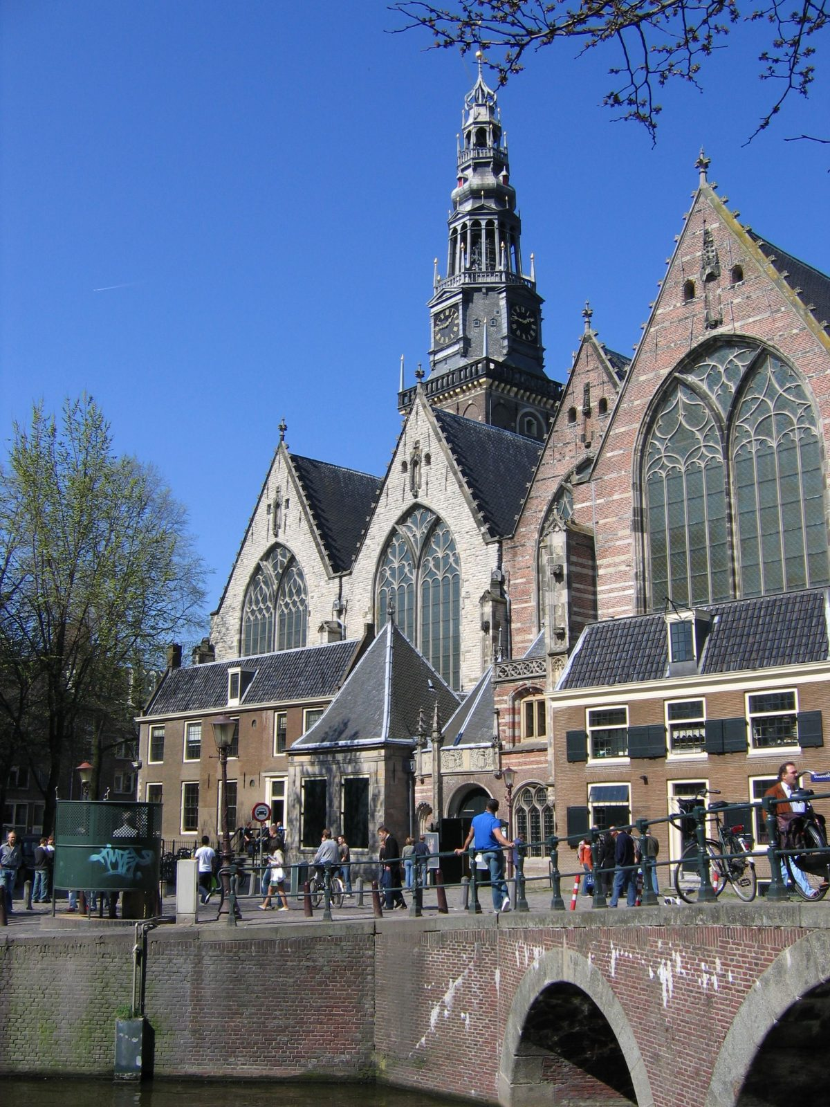 Impressive picture of Amsterdam's Oude Kerk