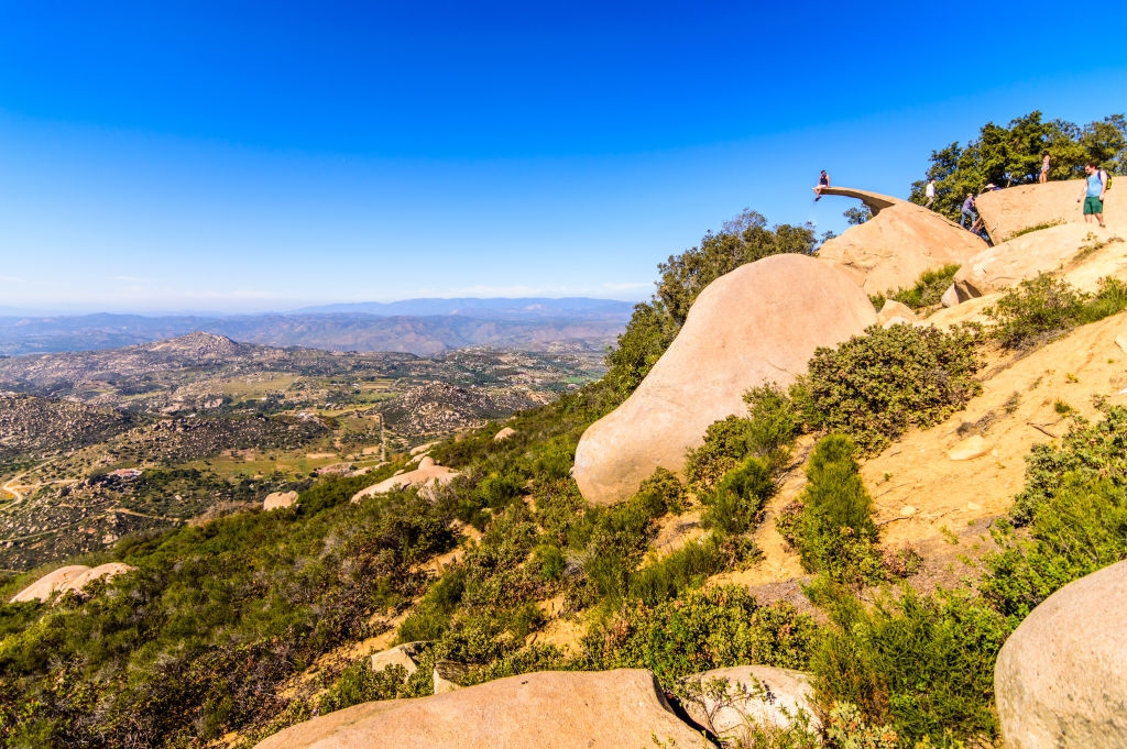 Panoramic view of the iconic Potato Chip Rock
