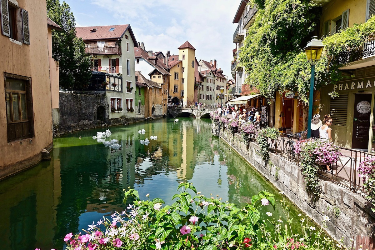Peaceful town of Annecy with canals in the French neighbourhood