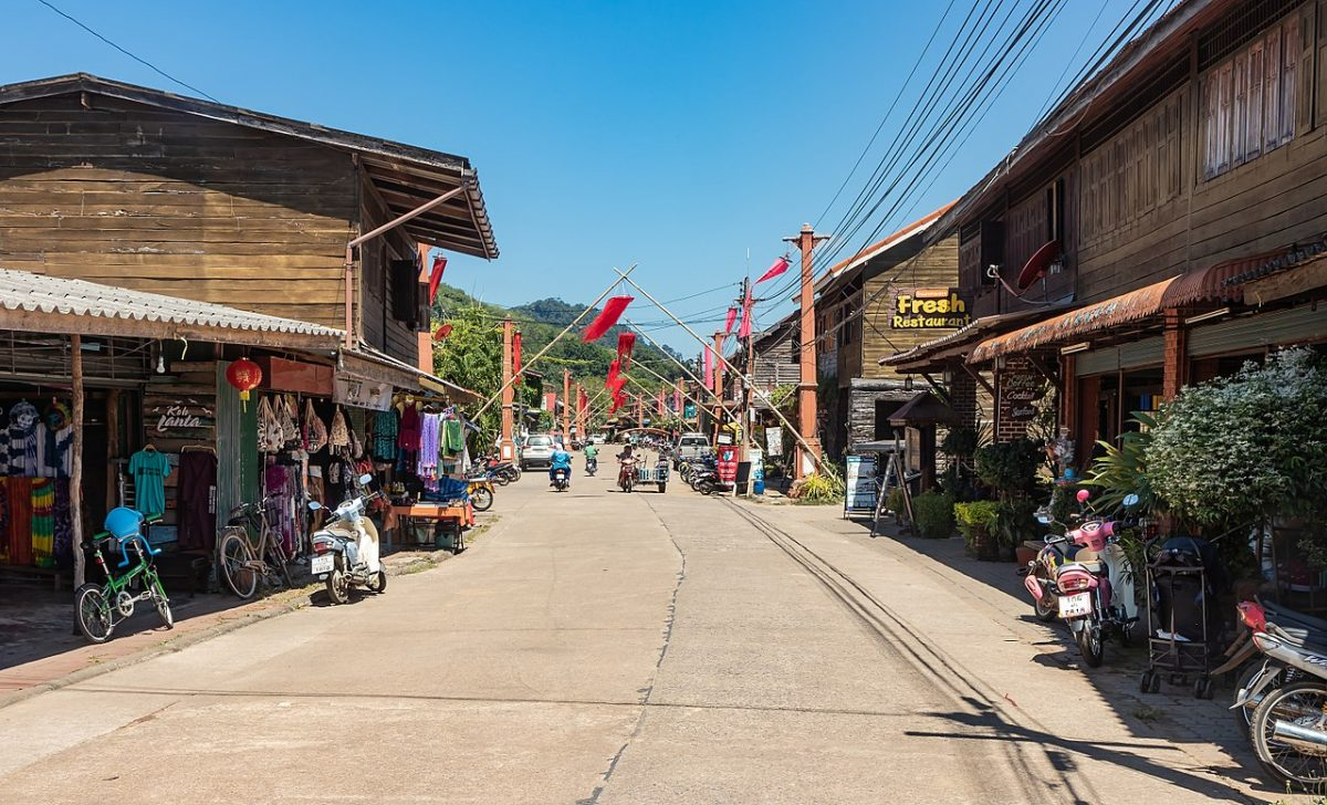 1280px Ko Lanta   Lanta Old Town   Stadtansicht   0020 - 10 Reasons Why You Need To Visit Koh Lanta, Thailand