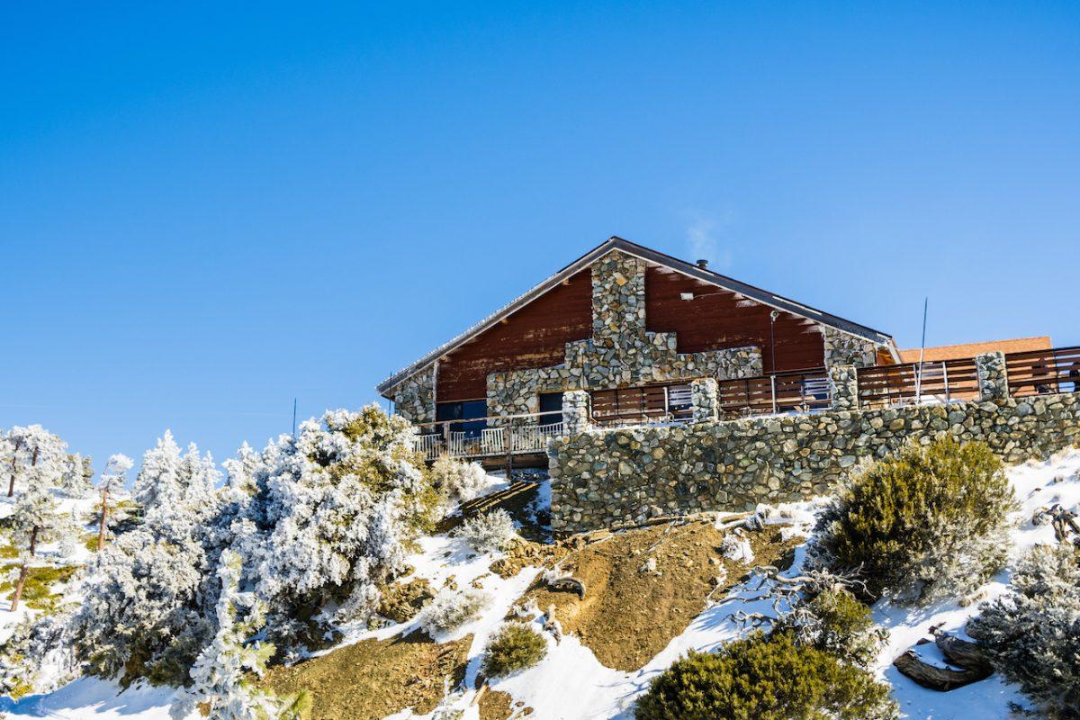 Lodge on San Antonio Mountain (Mt Baldy) on a sunny day, Los Angeles county, California