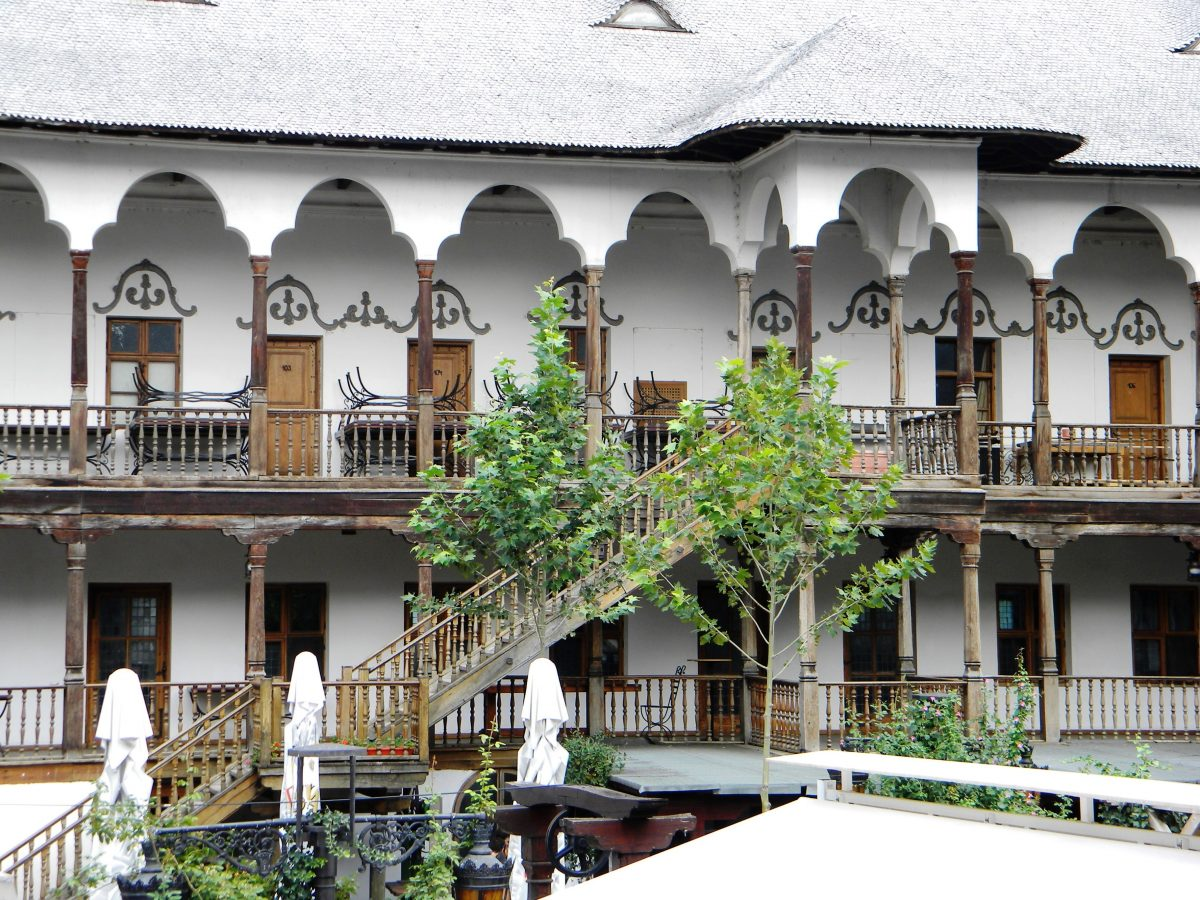 the facade of the floors of the Hanul Lui Manuc