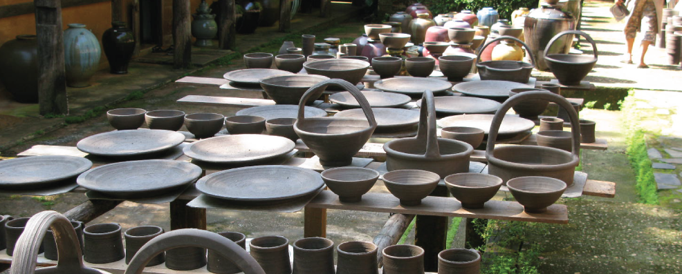 different pottery designs put on display at Doy Din Dang Pottery