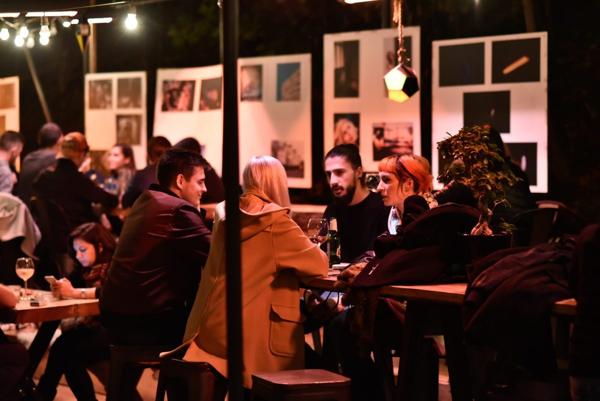 People enjoying their drinks and conversations at Gradina Eden