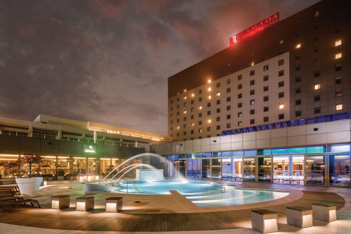 Facade and pool of Ramada Plaza Bucharest