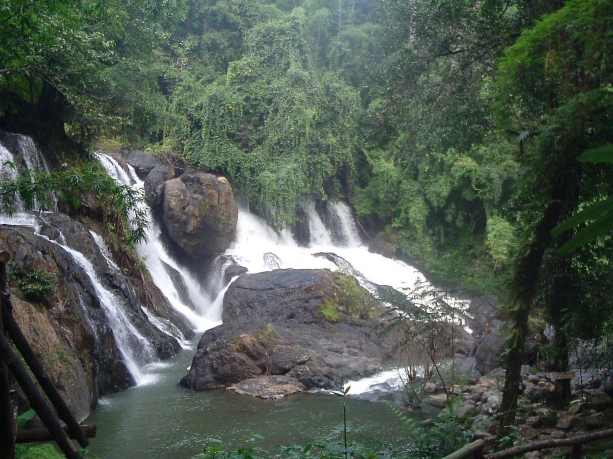 photo of the Pha Sua Waterfall at daytime