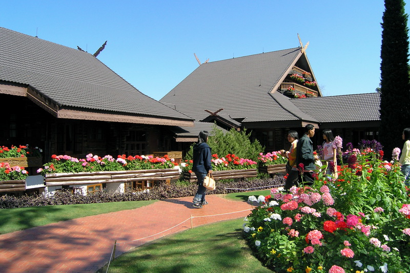people walking in a path in Doi Tung Palace