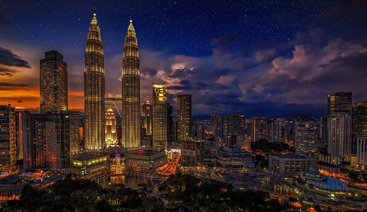 Night view of Petronas Twin Tower