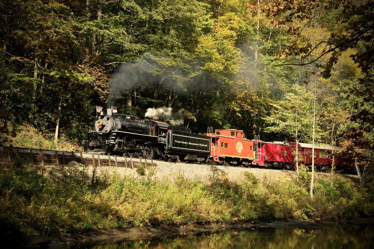 A train on the rail of the Great Smoky Mountain Railroad