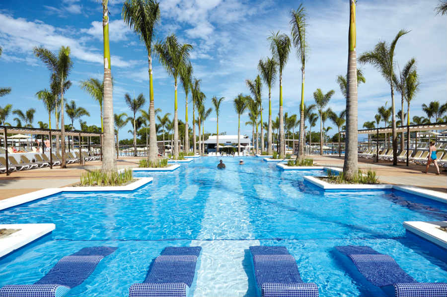 The outdoor pool at Hotel Riu Palace Costa Rica