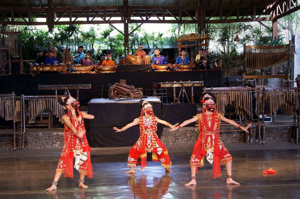dancers performing at the Kandaga mask dance