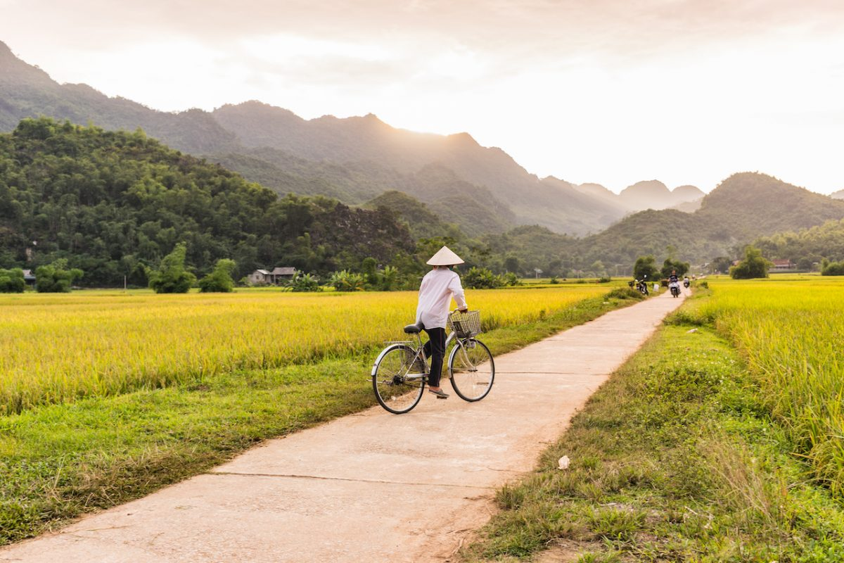 Cycling tour to explore the Viet Hai Village near Cat Ba Island
