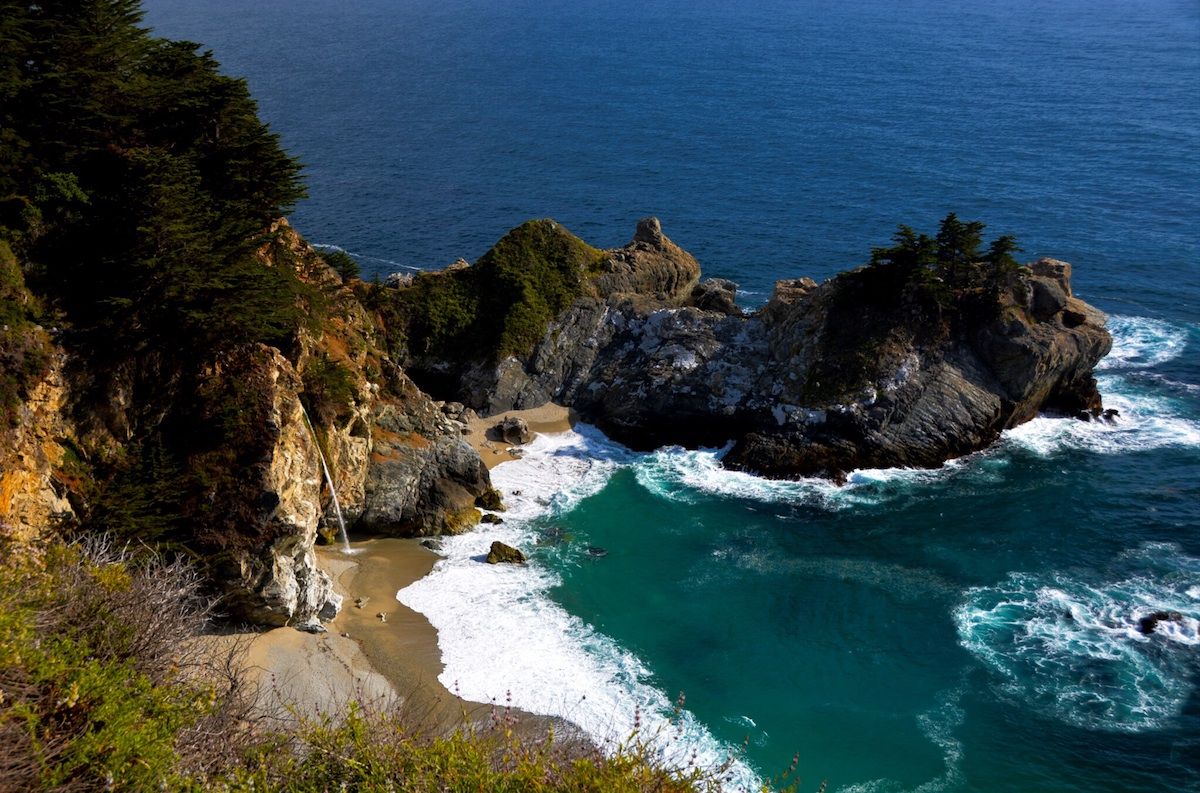 Beach waves on the rocky shore of Big Sur State Park