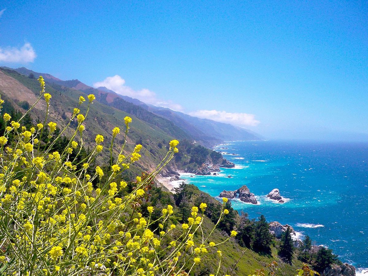 The long stretch and blue waters of Big Sur California