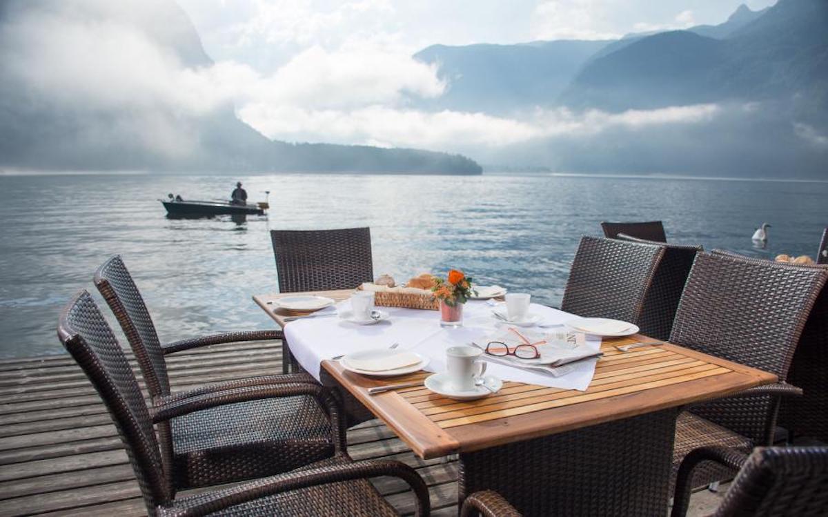 Lakeside dining setup at Seehotel Grüner Baum, Hallstatt Austria