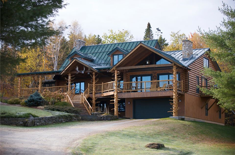 Mansion-like Moose Meadow Lodge