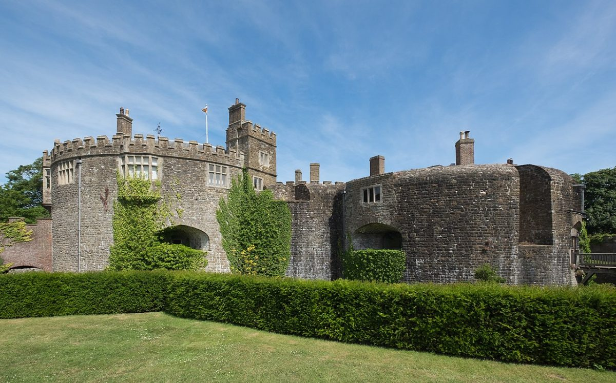 1280px Walmer Castle from the west 0 - Walmer Castle: All You Need To Know In 5 Minutes